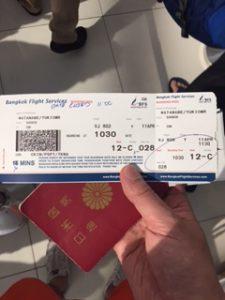 バンコクのスワンナプーム国際空港にて発行された航空券