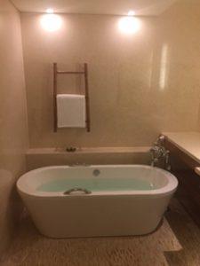 インターコンチネンタルホテルの湯船
