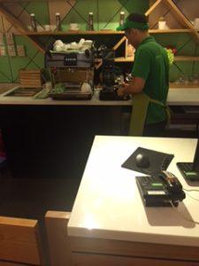 ベトナムコーヒーをドリップしているカフェ
