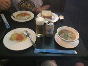 ホーチミンシティのラウンジでの食事