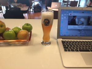 ルフトハンザのラウンジで朝ビール
