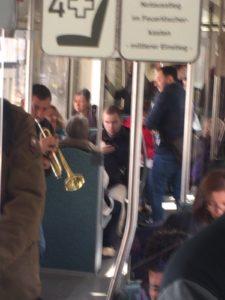 電車内で音楽
