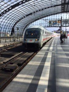 ベルリン中央駅ホームのDBのIC