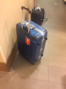遅れて届いたスーツケース