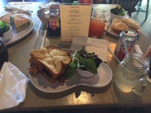 ニューオリンズのレストランでランチ
