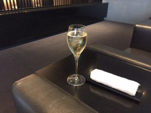 ANAのスイートラウンジで朝シャンパン