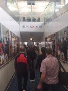 HSBCの看板で香港に入国
