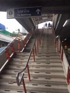 BTSの駅の長い階段