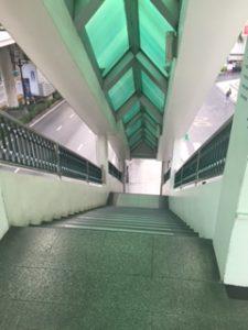 スカイウォークから降りる階段