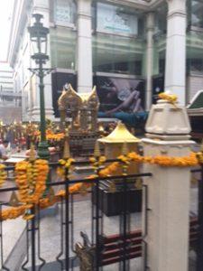 バンコクのエラワン廟