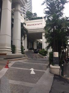 グランドハイアットエラワンバンコクの正面入口
