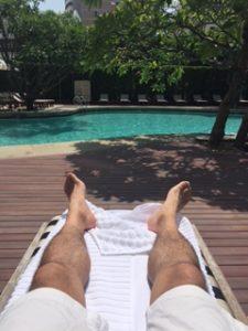 グランドハイアットエラワンのプールで休憩