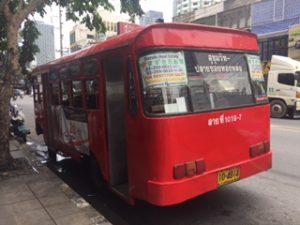 トンローの赤いバス