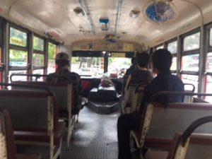 かなりローカルなバスの車内