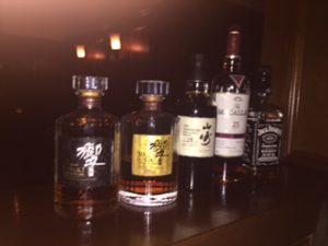 高級ウイスキーが並んでいる