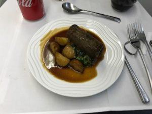 機内食はお肉だったので洋食を選択
