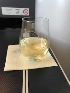 機内ではシャンパン飲みまくり
