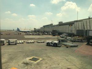 メキシコシティの空港に到着