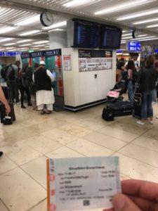 フランクフルト空港の鉄道の駅でチケット購入