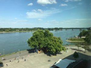 ホテルからのライン川の眺め