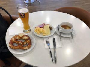 ドイツのラウンジで朝食