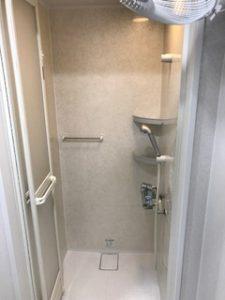 ジムのシャワールーム