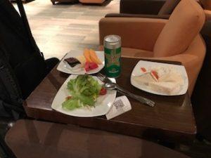 タイ航空ロイヤルシルクラウンジで夕食
