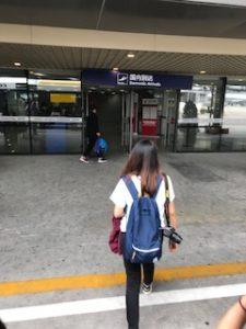 成都空港の国内線到着口