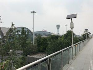 成都空港の外を歩いた
