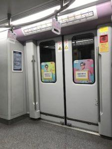 上海の地下鉄車内