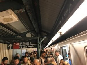 NYの地下鉄でトラブル