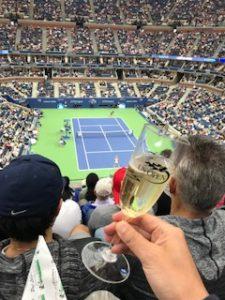 シャンパン飲みながらテニス観戦