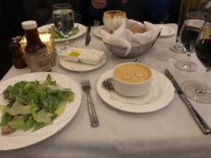 ロブスターのスープとシーザーサラダ