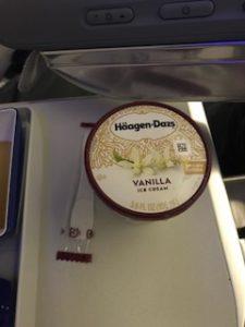 機内でハーゲンダッツアイスクリームが出た