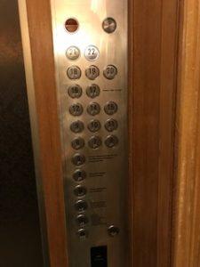 最上階の22階へ移動
