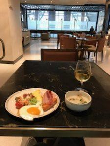 バンコクのラウンジでの朝食