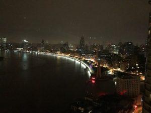 ホテルの窓から見た深夜の外灘