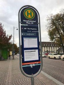 バスの停留所にAIRのサイン