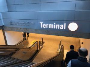 フランクフルト空港ターミナル1に到着
