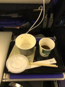 機内のカップラーメン完食