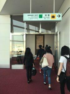 羽田空港到着ロビーへ