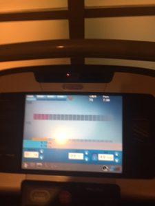 ホテル内のジムで下半身の筋トレと有酸素運動