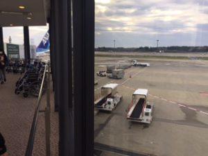 成田空港にANAで到着