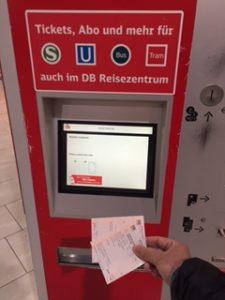 DBの自動販売機でICEのチケット購入