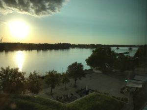 朝のライン川