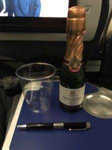 ANAの機内でスパークリングワイン