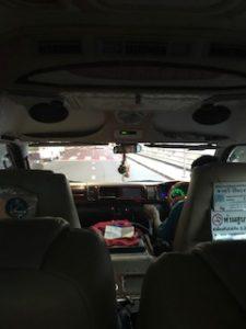 ハイエース車内から運転手