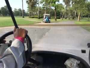 ゴルフ場のカートの上から