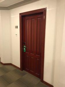 ホテルの部屋は808号室