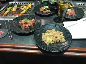 焼肉用の牛肉(カルビとタン)